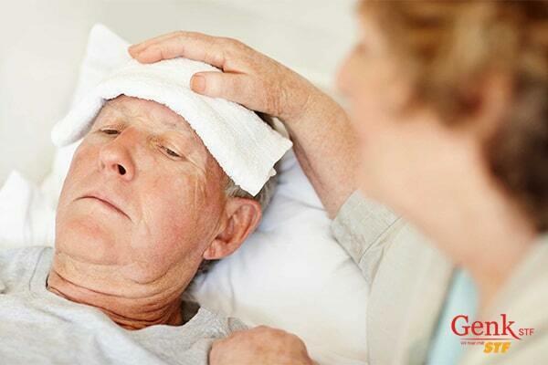 Người già có nguy cơ mắc ung thư bàng quang cao hơn