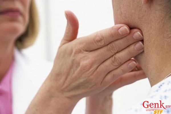 Những người cao tuổi từ độ tuổi trên 40 có nguy cơ mắc ung thư vòm họng cao