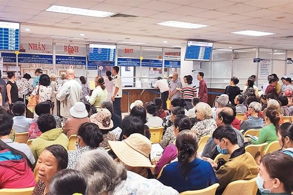 """Người bệnh vẫn dồn về Sài Gòn bất chấp nỗ lực """"giữ chân"""" bệnh nhân ở tuyến dưới của ngành y tế"""