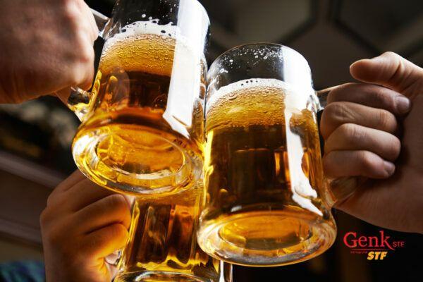 Bệnh nhân ung thư nên tuyệt đối tránh xa rượu bia trong dịp Tết