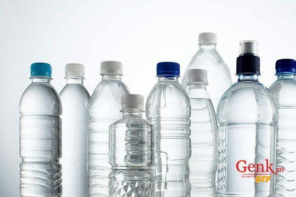 Hộp đựng đồ uống bằng nhựa có chứa các hóa chất có khả năng gây hại
