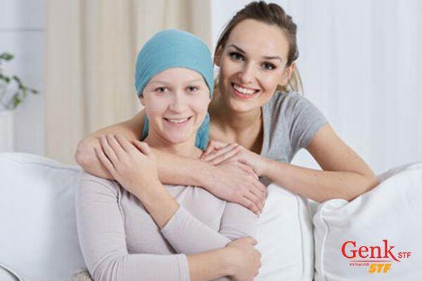 Trò chuyện cùng bệnh nhân để nâng cao tâm trạng và cảm xúc của bệnh nhân