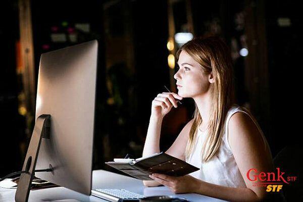 Thức khuya làm tăng gánh nặng làm việc lên gan