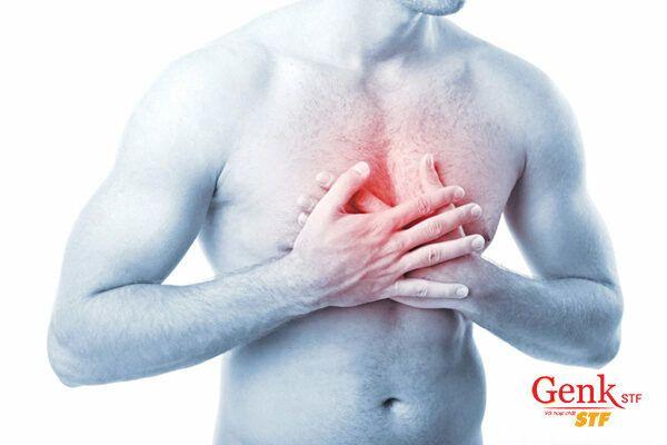Đau hoặc khó chịu ở phần giữa của ngực có thể là do ung thư thực quản gây ra