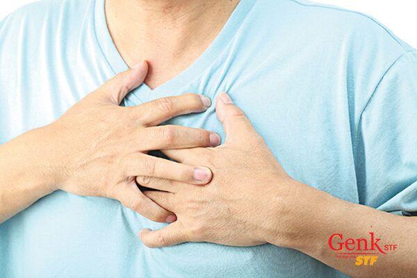 Đau ngực khi đã mắc ung thư đại trực tràng có thể là dấu hiệu cho biết bệnh đã di căn đến phổi