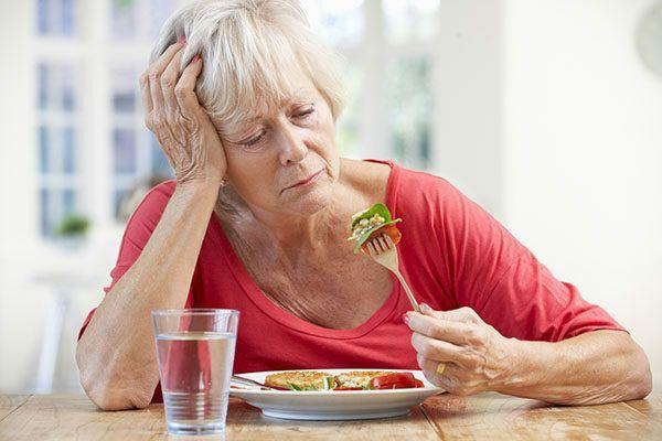 Ung thư phổi làm cho người bệnh chán ăn, mệt mỏi