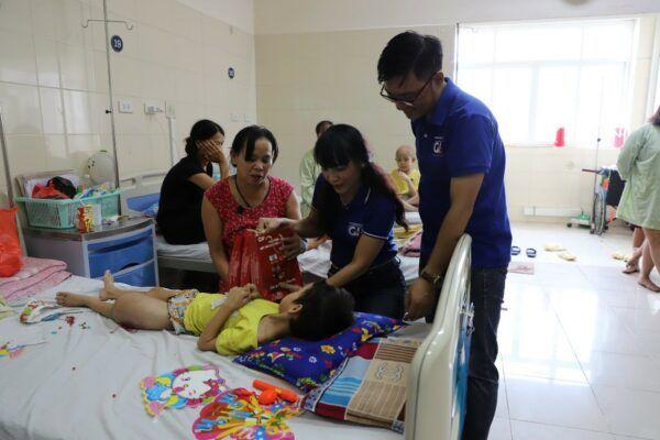 Công ty CP Dược phẩm GoldHealth Việt Nam đồng hành cùng bé Linh từ những ngày đầu