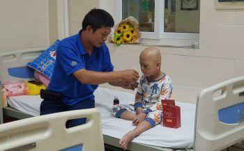 Giải pháp nào mang lại kỳ tích cho bé trai thụ tinh ống nghiệm bị ung thư mắt?