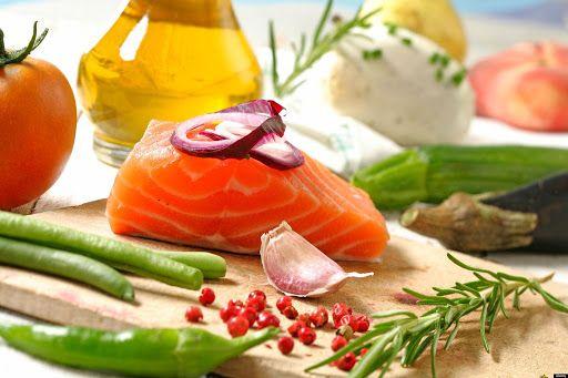 Thực đơn giảm mỡ máu hiệu quả cần tăng cường thịt trắng, cá, rau củ, hoa quả và các loại hạt đậu