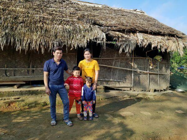 Mái nhà đơn sơ của gia đình bé Khôi