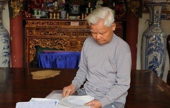 Ông Tuyển lục túi hồ sơ kể lại những ngày đầu phát bệnh ung thư tiền liệt tuyến