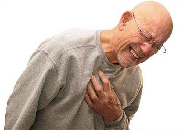 Khó thở, tức ngực là một trong những dấu hiệu của ung thư phổi