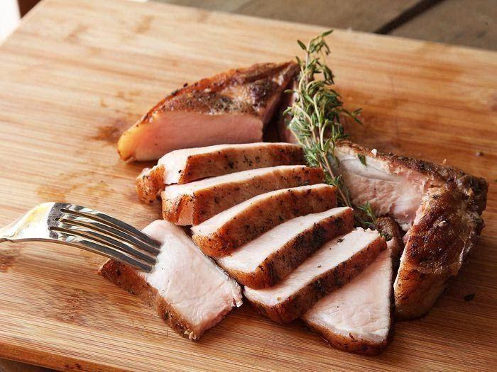 Những thực phẩm giàu đạm như thịt, cá cũng nên hạn chế khi bị ung thư thận
