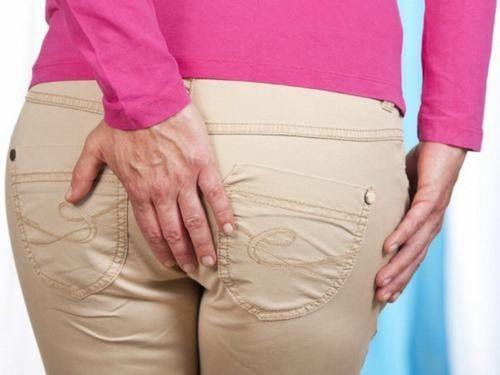 Người bệnh mắc ung thư hậu môn trực tràng sẽ có biểu hiện khó chịu ở hậu môn, ngứa rát, đau…