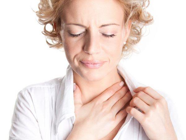 Khó nuốt xuất hiện khi khối u chèn ép cơ đóng mở miệng và xương hàm