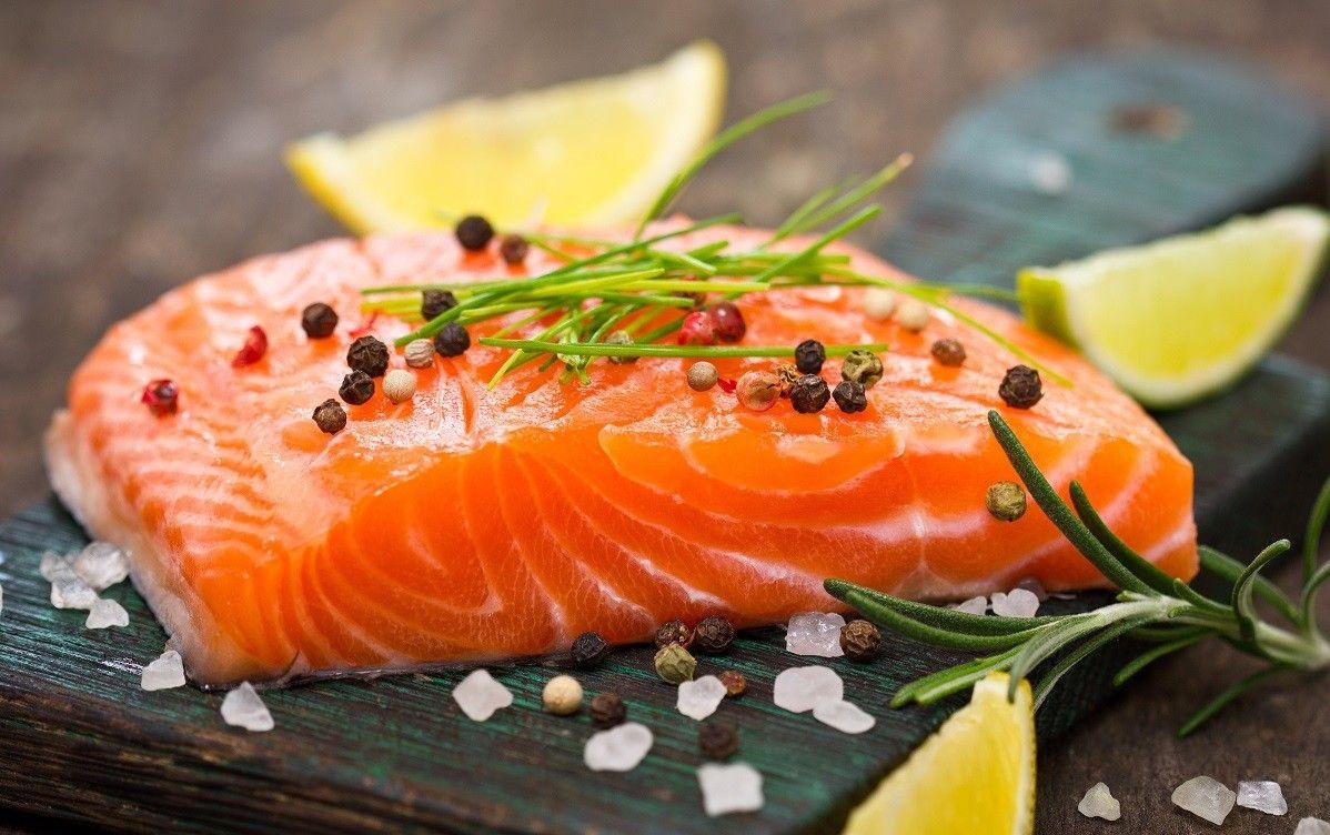 Ăn cá hồi ít nhất hai lần một tuần nhằm ngăn ngừa bệnh ung thư mắt hiệu quả