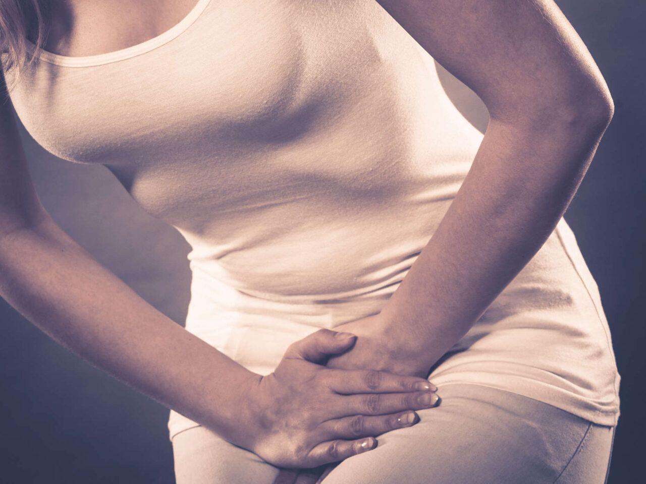 Đau vùng chậu là một trong những dấu hiệu ung thư cổ tử cung