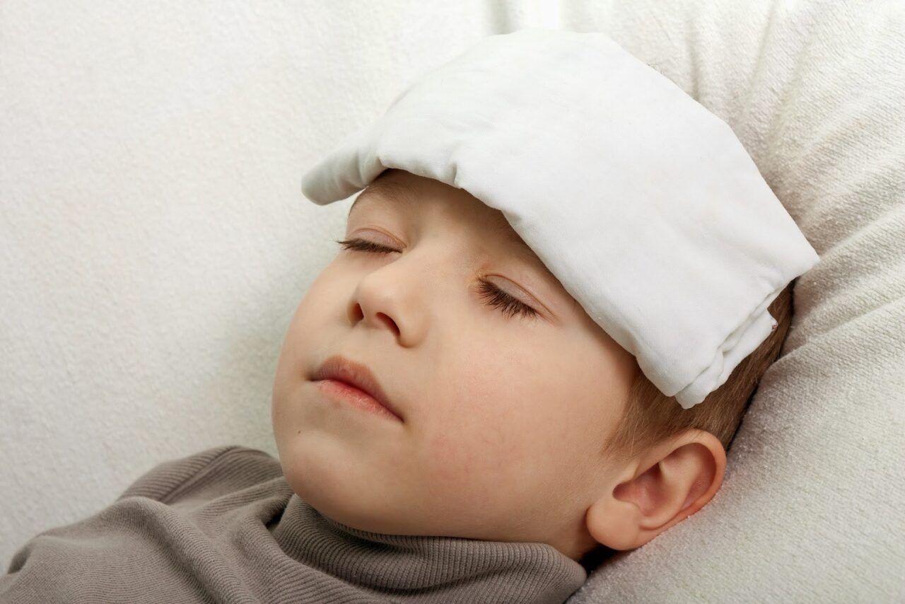 Trẻ bị ung thư máu thường xuyên thấy mệt mỏi, không khỏe