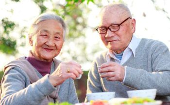Người cao tuổi sức đề kháng yếu nên ăn gì?