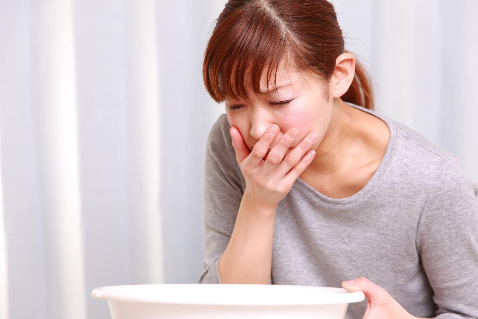Nôn, buồn nôn là một trong những tác dụng phụ của hóa trị ung thư