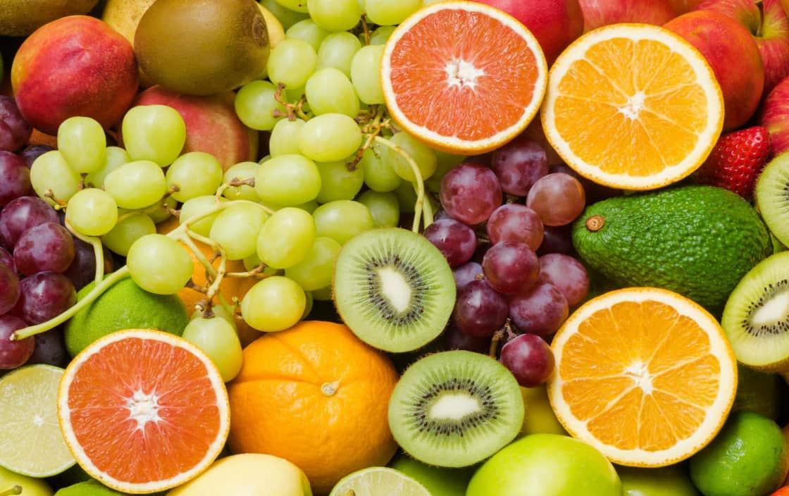 Chế độ ăn uống nhiều ranh xanh, hoa quả tươi giúp giảm tác dụng phụ hóa trị ung thư