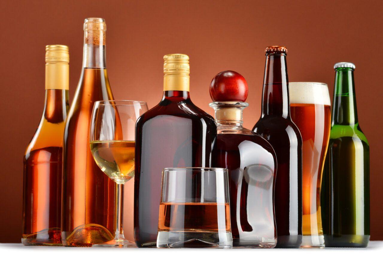 Hiệp hội Ung thư Hoa Kỳ khuyến cáo phụ nữ nên uống không quá 1 ly rượu trong một ngày