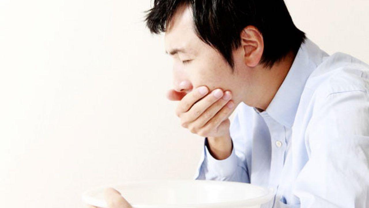 Ợ hơi, ợ chua là một trong những triệu chứng của viêm loét dạ dày