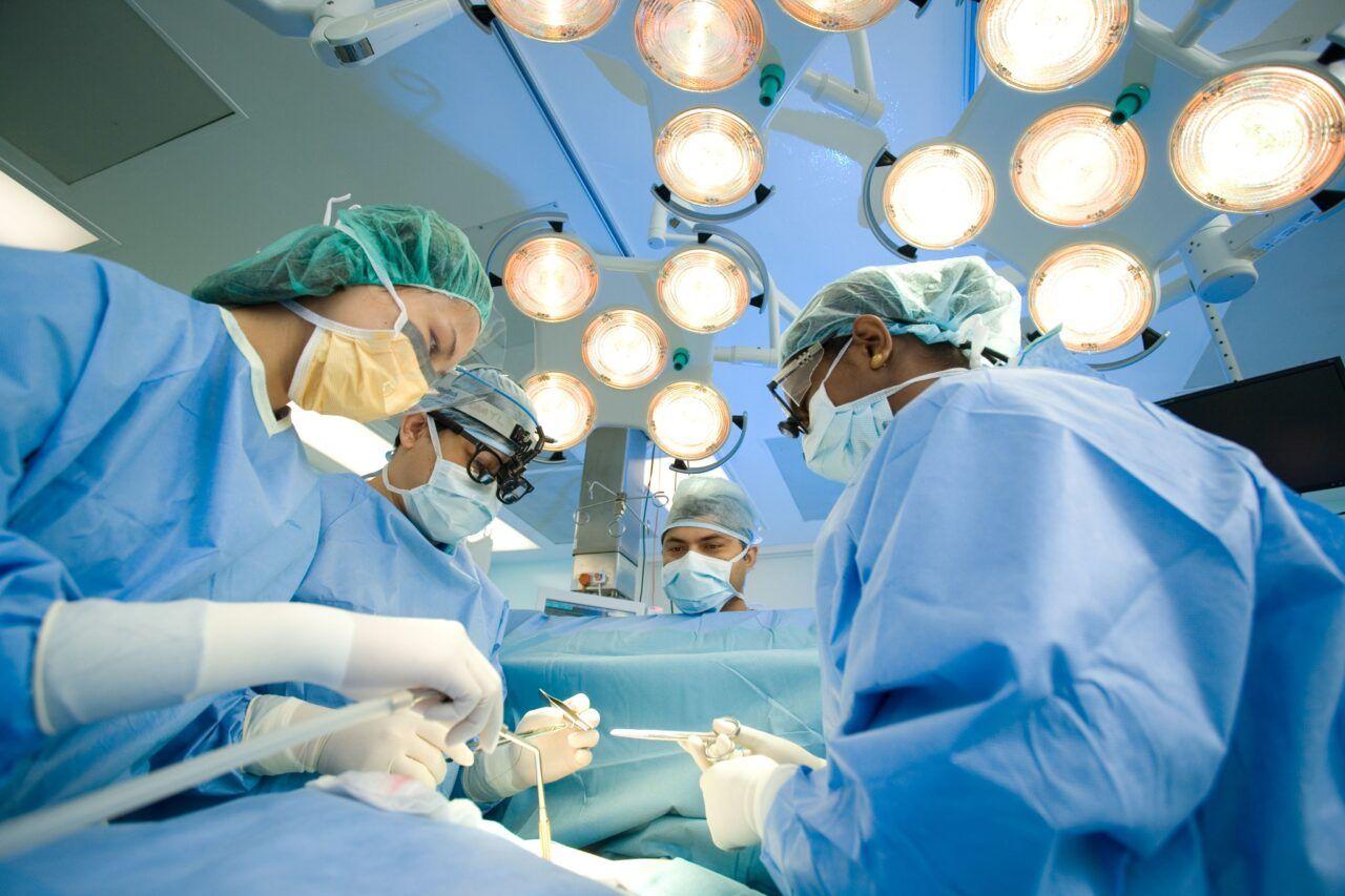 Phẫu thuật là một trong những phương pháp chính điều trị bệnh ung thư đại tràng