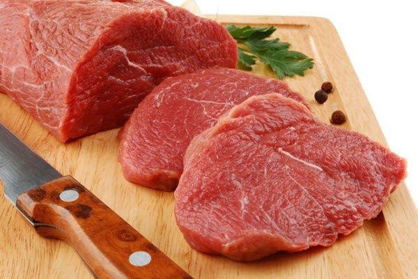 Thịt bò rất giàu sắt, giúp tăng lượng huyết sắc tố cho cơ thể