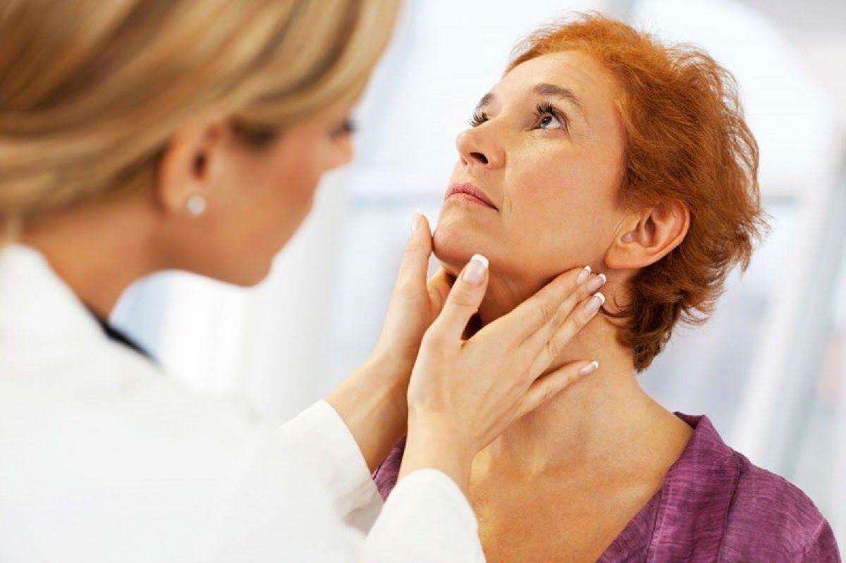 Cần đi khám bác sĩ khi có dấu hiệu mắc bệnh ung thư tuyến giáp
