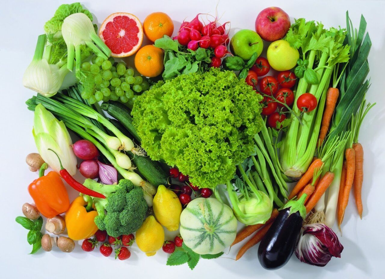 Ăn nhiều rau xanh và trái cây là cách giảm mỡ máu hiệu quả