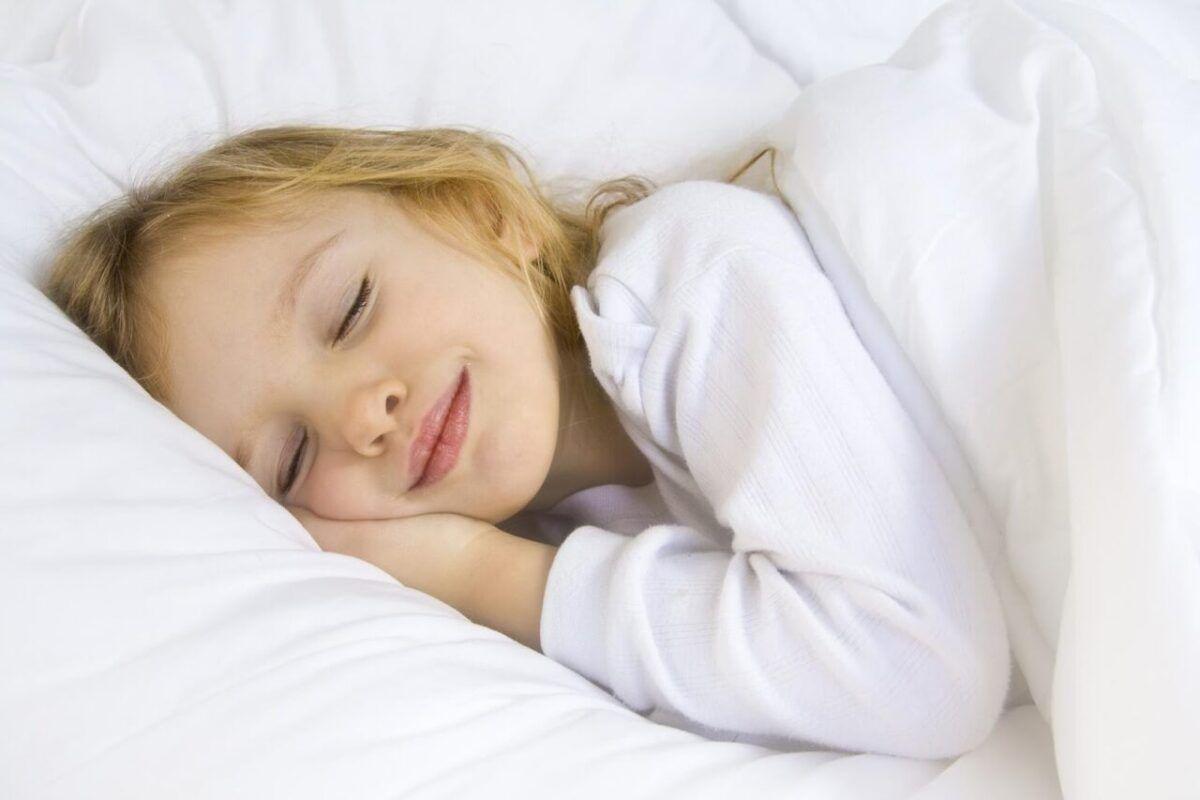 Tăng sức đề kháng cho trẻ bằng cách giúp trẻ ngủ ngon