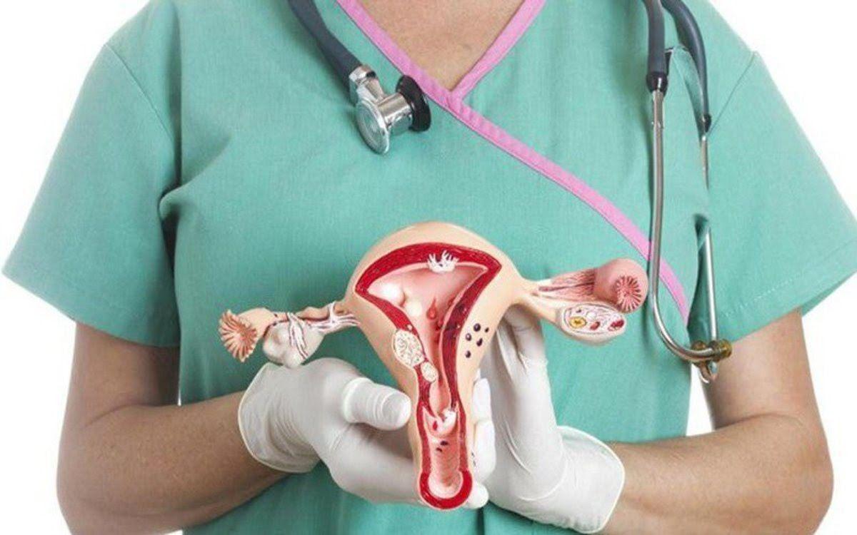 Đau bụng dưới hoặc đau vùng chậu là dấu hiệu ung thư buồng trứng