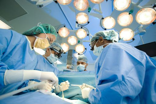 Phẫu thuật là phương pháp chính điều trị ung thư vú