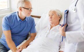 Cách xử lý tình trạng táo bón tiêu chảy, buồn nôn ở bệnh nhân sau hóa trị ung thư