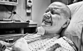 Tác dụng phụ hóa trị ung thư nguy hiểm như thế nào?
