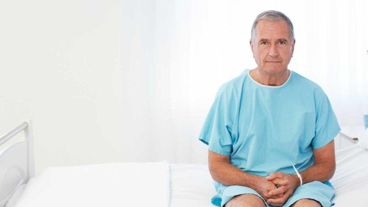 Phản ứng trên da, mệt mỏi, chán ăn,... là những tác dụng phụ khi xạ trị ung thư tuyến tiền liệt