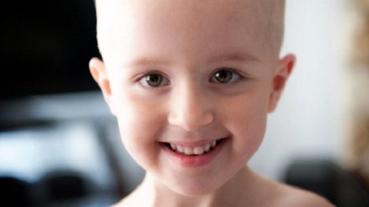 Triệu chứng ung thư xương ở trẻ em dễ nhận biết và phát hiện nhất chính là các cơn đau nhức