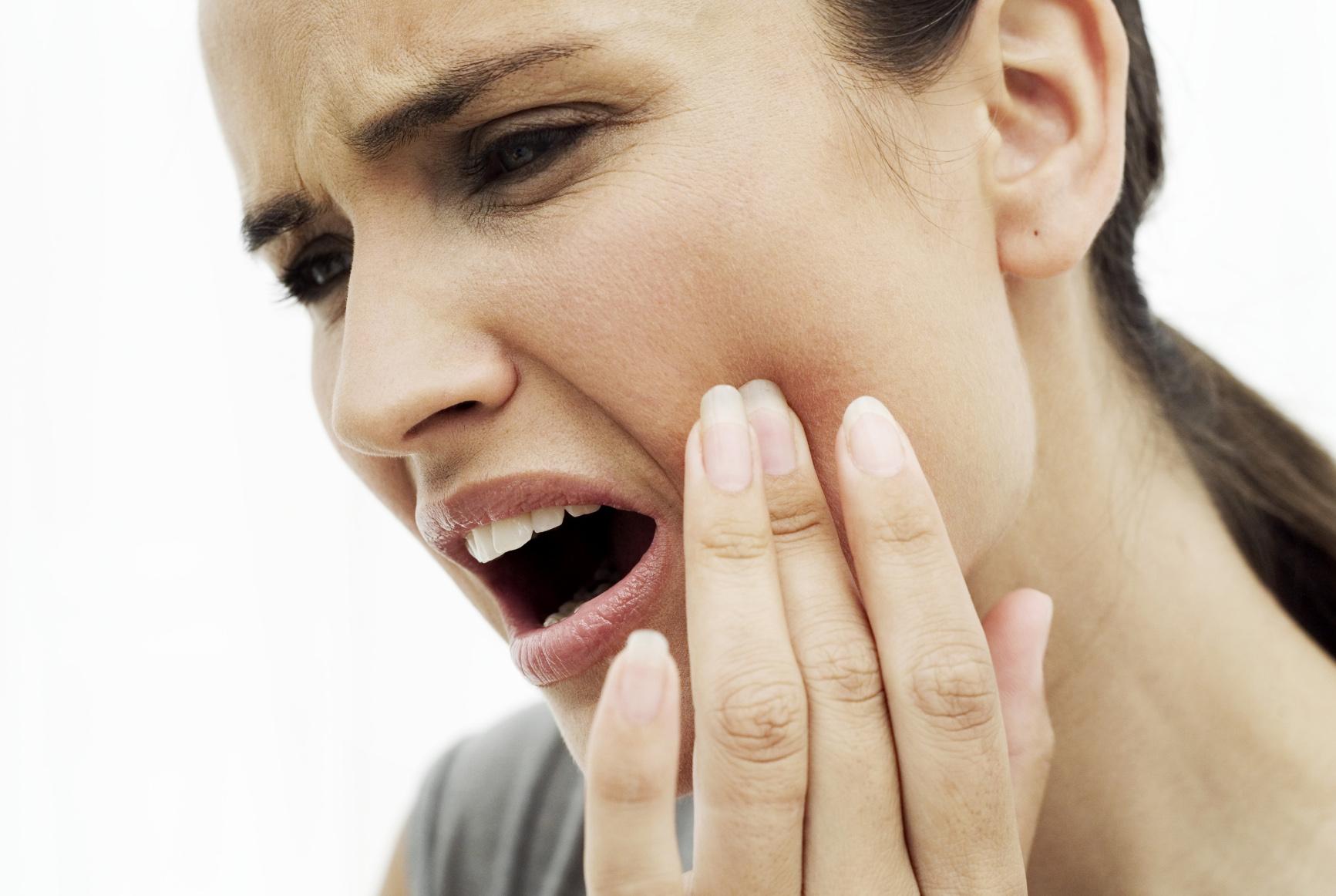 Tê bì mặt, đau nhức ở hốc mũi có thể là dấu hiệu của ung thư mũi