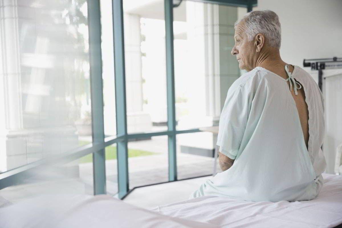 Bệnh nhân ung thư phổi giai đoạn cuối thường phải chịu nhiều đau đớn do khối u di căn gây ra