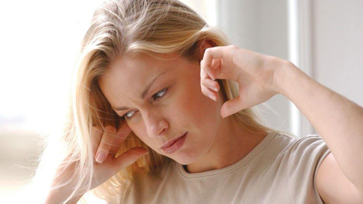 Ù tai một bên cũng là dấu hiệu hay xảy ra khi mắc ung thư vòm họng