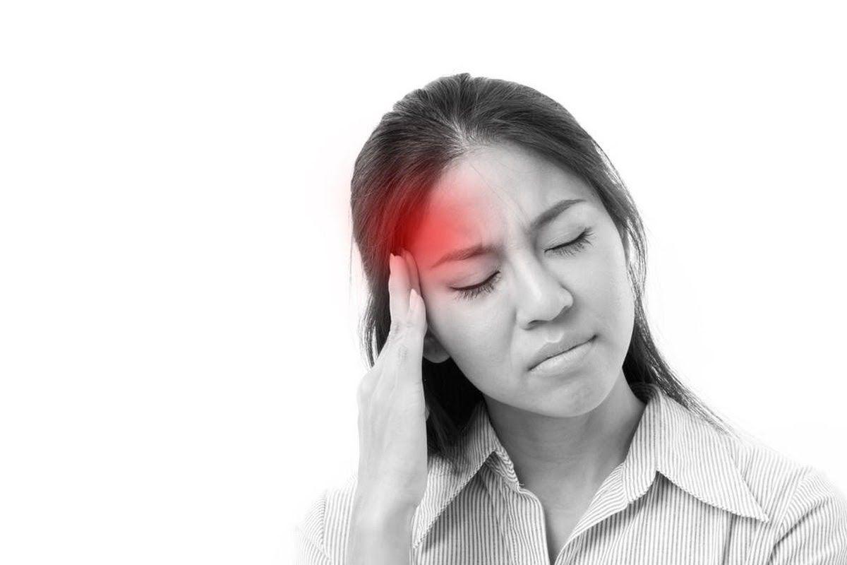 Đau đầu thường xuyên là một trong những biểu hiện của ung thư vòm họng