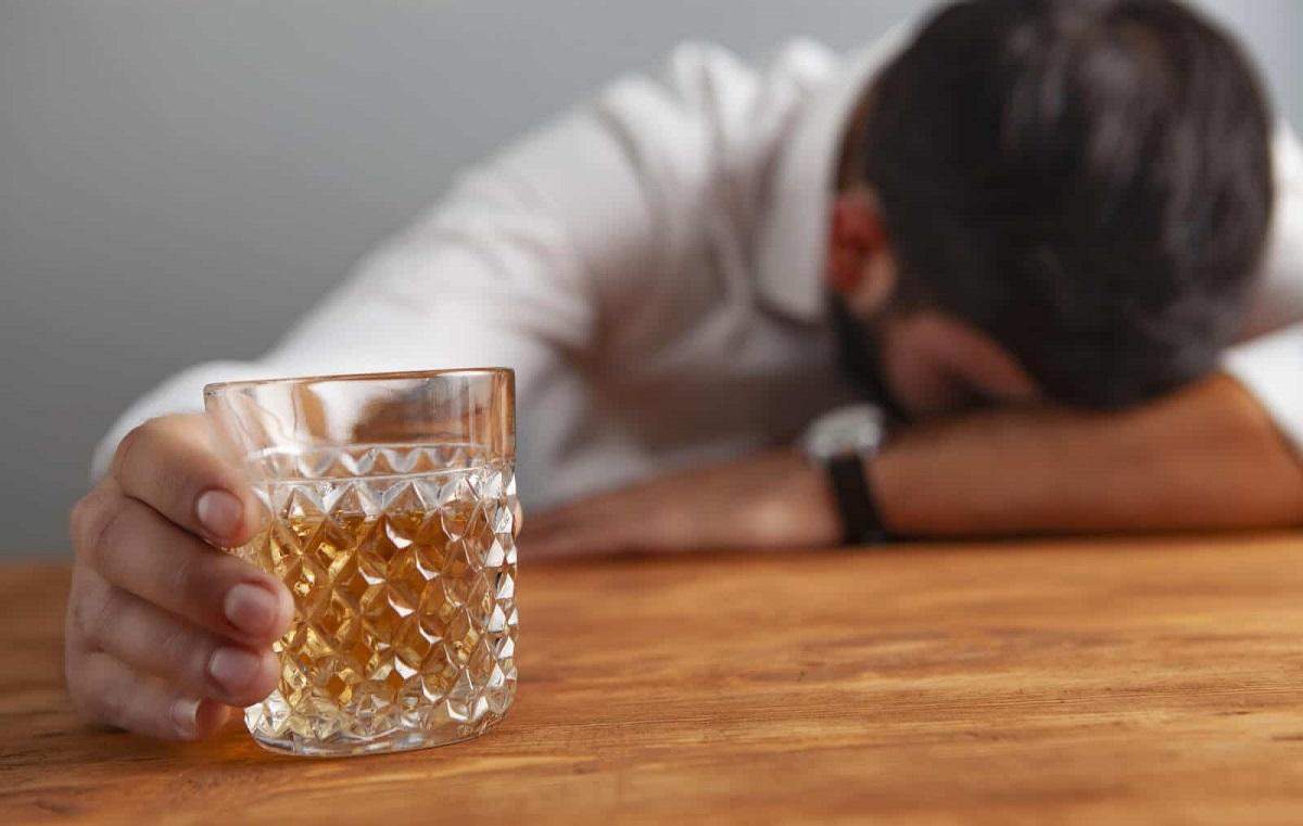 Nghiện rượu là một trong những yếu tố làm tăng nguy cơ ung thư vòm họng