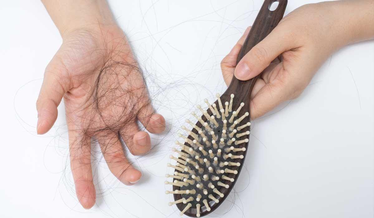 Trong thời gian hóa trị ung thư thực quản, người bệnh sẽ thấy tóc rụng và thưa dần