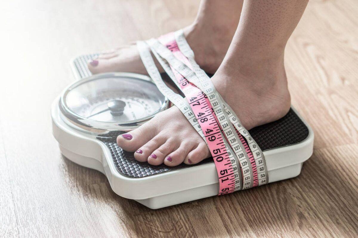 Sụt cân là một trong những triệu chứng điển hình của ung thư dạ dày khi bệnh ở giai đoạn tiến triển
