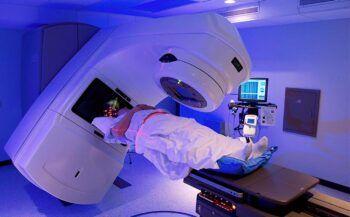 Tác dụng phụ của xạ trị ung thư mà bạn không thể ngờ tới