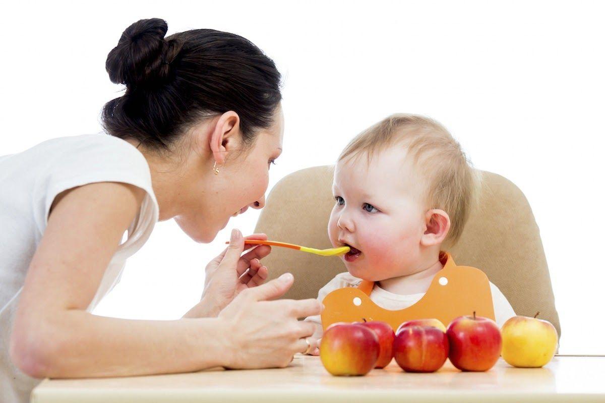 Bữa ăn dặm đầy đủ dưỡng chất giúp trẻ khỏe mạnh, chóng lớn