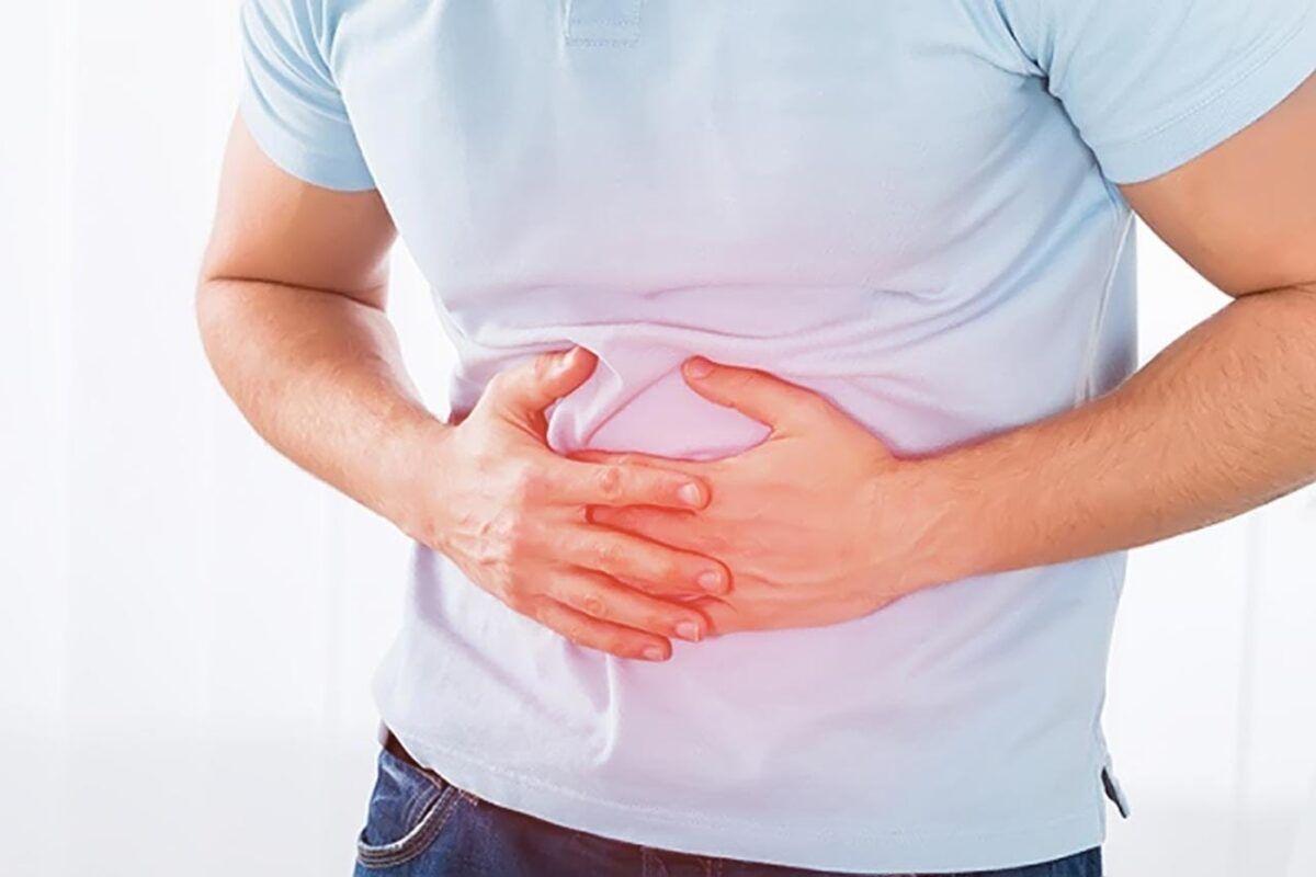 Chứng đau bụng do bệnh ung thư đại trực tràng thường khởi phát từ vị trí dưới rốn và sau đó lan ra các vùng khác
