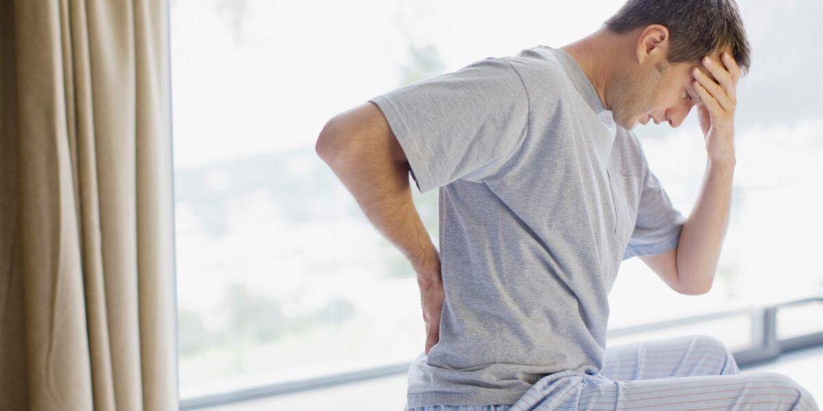 Thường xuyên đau lưng. hông và đùi là một triệu chứng khá phổ biến của ung thư tuyến tiền liệt