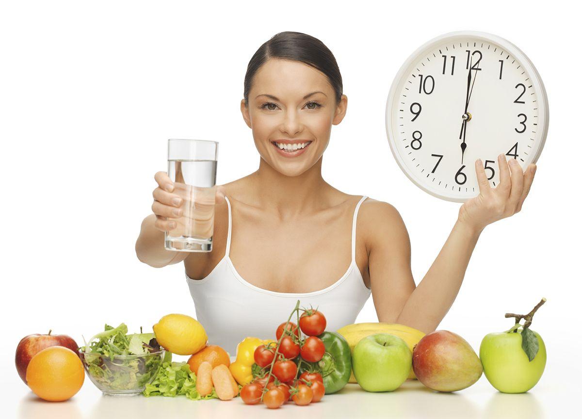 Chế độ ăn uống khoa học, uống nhiều nước lọc giúp phòng ngừa ung thư thận hiệu quả